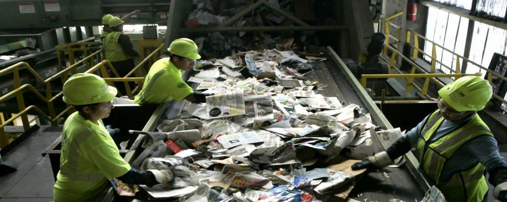Bortskaffelse af farligt affald i en container